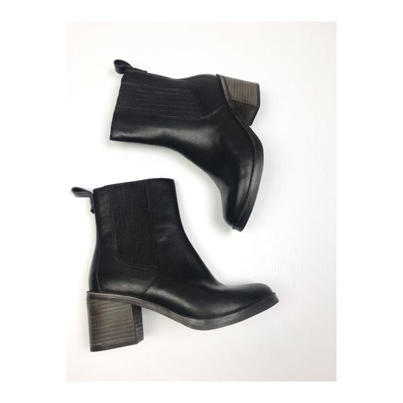 4d3d4cc66e3 UGG Camden Chelsea Leather Block Heel Ankle Bootie